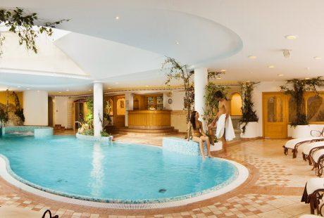 JOSK hotel muhlgarten Kronplatz wellness zwembad